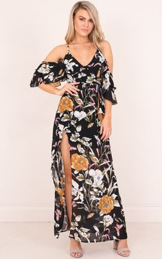 Floral maxi dresses are a summer staple! This gorgeous style features cold shoulder sleeves and a wrap style waistline! Perfect to style with some sandals for a girls day out! - Model is wearing size 8 AUS / 4 US / 8 UK - Model's height is / Chiffon Maxi, Ball Dresses, Evening Dresses, Casual Summer Dresses, Formal Dresses, Paisley, Ever Pretty, Types Of Dresses, Floral Maxi Dress