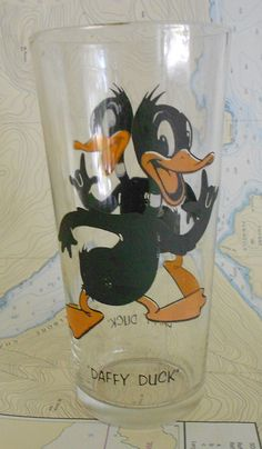 Vintage 1973 Pepsi Collector Series - Daffy Duck Drinking Glass Cup - For children Vintage Tv, Vintage Items, Cartoon Glasses, Daffy Duck, 90s Childhood, Home Gadgets, Kitchen Things, Drinking Glass, Old Ads