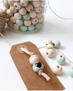🌟Tante S!fr@ loves this📌🌟 . Wood Peg Dolls, Clothespin Dolls, Wood Bead Garland, Beaded Garland, Bead Crafts, Diy And Crafts, Crafts For Kids, Wooden Crafts, Wooden Diy