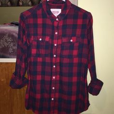 Flannel Very nice flannel no stains or rips. Large but fits like a medium Mossimo Supply Co. Tops Button Down Shirts