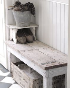 Like the simplicity of the bench!!! This would be easy to build, using salvaged wood.