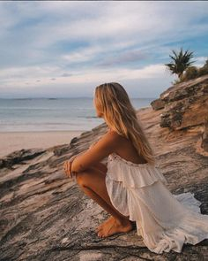 This Byron Bay-Based Influencer Has the Best Dress Collection—Hands Down Summer Photography, Photography Poses, Summer Feeling, Summer Vibes, Estilo Indie, Byron Bay, Beach Bum, Hippie Style, Belle Photo