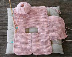 crochet baby cardigan Baby Cardigan Making Erzhlt und Illustriert, # babycartoon . How To Start Knitting, Knitting For Kids, Free Knitting, Baby Knitting Patterns, Baby Patterns, Cardigan Bebe, Knitted Baby Cardigan, Crochet Bebe, Knit Crochet