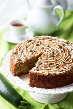 Risto-vaarin kesäkurpitsakakku | Reseptit | Kinuskikissa No Bake Desserts, Meatloaf, Banana Bread, Cake Recipes, Deserts, Goodies, Food And Drink, Baking, Sweets