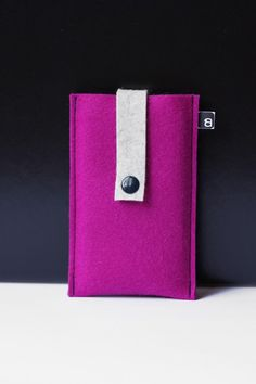 Make an iPhone case from felt! (can be tweaked to most ANY phone as well)