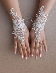 WEDDINGGloves // İvory Wedding Glove ivory lace by WEDDINGGloves