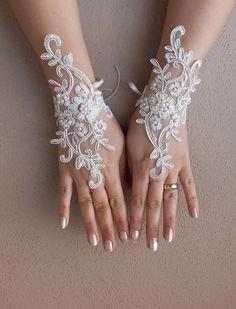 WEDDINGGloves // İvory Wedding Glove ivory lace by WEDDINGGloves