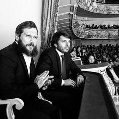 После таинства в церкви Симеона и Анны гостей церемонии ожидал праздничный ужин на сцене Михайлоского театра.