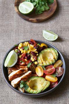 Chicken and Grilled Avocado Salad - Delicacies - Food [bowl] - Chicken Recipes Meat Recipes, Mexican Food Recipes, Salad Recipes, Chicken Recipes, Healthy Recipes, Mexican Chicken Salads, Salad Chicken, Grilled Avocado, Avocado Dessert