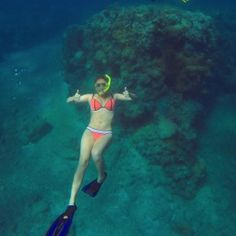 Snorkeling in the Great Barrier Reef? Total bucket list item! These study abroad students have got it checked off!
