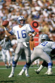 Los angeles, ca - september quarterback chuck long of the detroit lions passes agains Detroit Lions Football, Detroit Sports, American Football, Nfl Football, College Football, Football Players, Steelers And Browns, Football Conference, Nfl Fans
