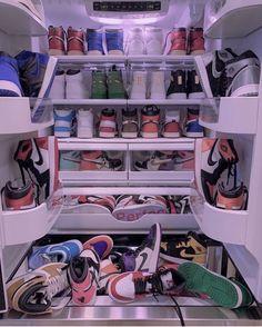 Dr Shoes, Swag Shoes, Nike Air Shoes, Hype Shoes, Me Too Shoes, Nike Shoe, Nike Socks, Jordan Shoes Wallpaper, Sneakers Wallpaper