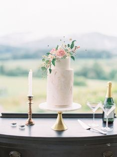spring floral wedding inspiration at Pippin Hill spring floral wedding inspiration at Pippin Hill Black Wedding Cakes, Floral Wedding Cakes, Beautiful Wedding Cakes, Wedding Cake Designs, Beautiful Cakes, Wedding Bouquet, Amazing Cakes, Wedding Cake Centerpieces, Fresh Flower Cake