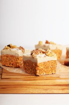 These raw carrot cake bites with cashew cream cheese frosting are vegan, gluten-free, and refined sugar-free for a wholesome and delicious dessert everyone can enjoy. A fan-favorite, I think you're going to love them. Eggless Desserts, Raw Vegan Desserts, Vegan Dessert Recipes, Köstliche Desserts, Delicious Vegan Recipes, Vegan Sweets, Delicious Desserts, Raw Recipes, Freezer Recipes