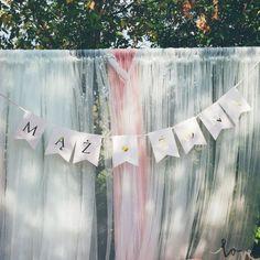 Piękny, jasnoróżowy baner ze złotym napisem będzie idealnym uzupełnieniem weselnych dekoracji! #wesele #podziekowaniedlagosci #kolekcjaslubna #slub #dodatkislubne #dekoracjeslubne Tulle, Skirts, Fashion, Moda, Fashion Styles, Tutu, Skirt, Fashion Illustrations