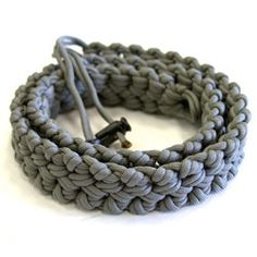 Quick Release Survivalist Belt -- Pinned because of the unusual paracord  knot pattern.