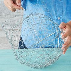Form a sphere with the netting.