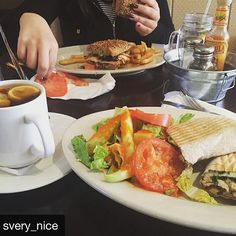 #Repost @svery_nice with @repostapp ・・・ #mozzarellachicken #paniniintegral & #blacktea