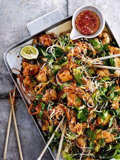 Recept: Ljummen nudelsallad med friterad chilikyckling och nuoc cham-sås - DN.SE