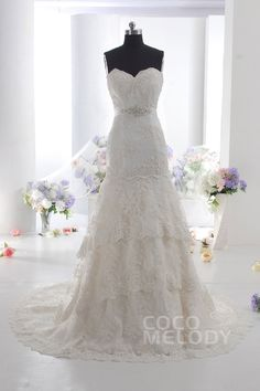 Queenly+Sweetheart+Natural+Train+Lace+Sleeveless+Lace+Up-Corset+Wedding+Dress+with+Appliques+and+Beading+CWLT14010