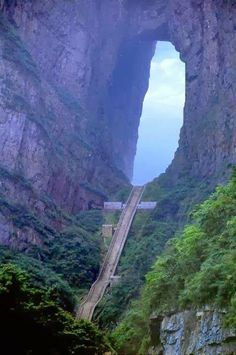 esta es la famosa puerta hacia el cielo en,china