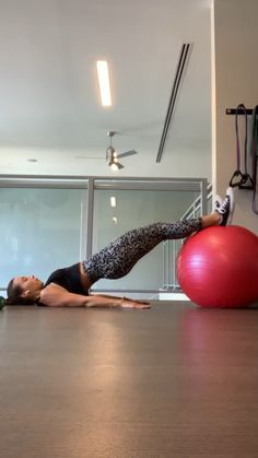 Here is a Stability Ball Finisher! This will really challenge those hamstrings & glutes! Complete Rounds😋 Hamstring Curls Butterfly Hip Raises Single Leg Hip Raises - Complete two per leg & alternate until 8 reps are finished on both sides! Fitness Workouts, Pilates Workout Routine, Gym Workout Videos, Fitness Workout For Women, Ab Workout At Home, At Home Workouts, Fitness Ball Exercises, Hip Workout, Bootcamp Training