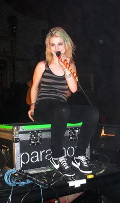 Hayley Williams #style #blonde and blue hair