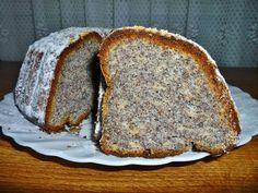 POSTUP: 1. Utřeme žloutky s cukry a tvarohem, postupně přidáváme olej, mák, mouku, prášek do pečiva a ušlehané bílky. 2. Formu vymažeme tukem a...