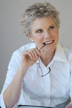 You know that Anne Murray is basically our Beyoncé. Short Hair Cuts, Short Hair Styles, Pixie Cuts, Kd Lang, Best Music Artists, Sassy Hair, Country Music, Country Guys, Aging Gracefully