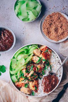 recette de blanc de poulet à la sauce satay - confitbanane China Food, Salty Foods, Bo Bun, Curry, Food And Drink, Dinner, Cooking, Healthy, Ethnic Recipes