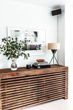Hausbesichtigungen - Moderne Holzanrichte Estás en el lugar correcto para healt Aquí presentamos healthy breakfast que - My Living Room, Living Room Decor, Living Spaces, Dining Room, Credenza Decor, Modern Credenza, Credenza Ikea, Sideboard, Muebles Living