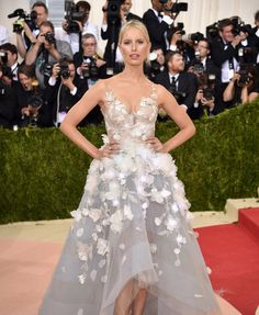 Karolina Kurkova in Marchesa Her flowers glow according to emotions of her tweeters!