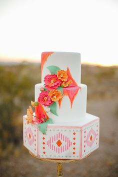 Alyssa Ence Photography | Designer & Wedding Planner: Swoon Vintage Rental Co | Cake: Cupcake Julie