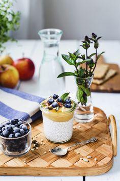Chia Pudding with Apple sauce // Chiapudding med Äppelmos & Fröströssel - Evelinas Ekologiska