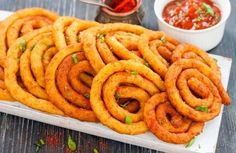 Potato Spirals: how to make them and tips - Just Crunchy Veggie Recipes, Cooking Recipes, Healthy Recipes, Hungarian Recipes, Italian Recipes, Using A Pressure Cooker, Potato Side Dishes, Food Design, Finger Foods