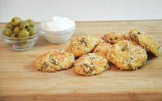 חטיפי גבינה וזיתים - נשנוש קל וטעים שגם הילדים לא יכולים להפסיק לאכול  מצרכים(15-18 יחידו