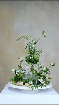 Ikebana Flower Arrangement, Church Flower Arrangements, Church Flowers, Floral Arrangements, Table Flowers, Diy Flowers, Wedding Flowers, Christmas Table Decorations, Wedding Decorations