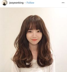 Simple Tricks Can Change Your Life: Wedding Hairstyles Capelli Lunghi split fringe hairstyles.Simple Boho Hairstyles asymmetrical hairstyles back view. Wedge Hairstyles, Fringe Hairstyles, Hairstyles For Round Faces, Feathered Hairstyles, Hairstyles With Bangs, Messy Hairstyles, Korean Hairstyles Women, Updos Hairstyle, Medium Hair Styles