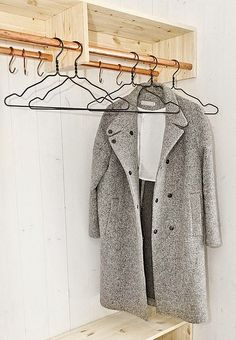 Build your own dressing room - craft ideas, instructions and pictures - wardrobe Interior Design Blogs, Boutique Interior, Diy Interior, Diy Coat Rack, Diy Wardrobe, Diy Garden Decor, Dressing Room, Wardrobes, Home Deco