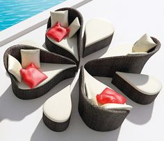 B-alance-outdoor-furniture-black-white-pink-Fiore-patio-flower