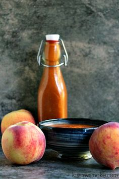Homemade barbecue sauce made with fresh peaches is always a hit in our home. This one uses ripe peaches with a hint of cinnamon and just a touch of heat from smoked paprika. It's seriously good barbecue sauce! Best Barbecue Sauce, Homemade Barbecue Sauce, Barbecue Recipes, Grilling Recipes, Cooking Recipes, Vegetarian Grilling, Healthy Grilling, Vegetarian Food, Sauce Salsa