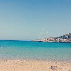 Εδώ ο χρόνος σταματά: Στο νησί με τις 18 παραλίες που μπορείς να πας ποδαράτο, θα κάνεις τις καλύτερες διακοπές της ζωής σου (Pics) Wanderlust, Beach, Water, Outdoor, Gripe Water, Outdoors, The Beach, Beaches, Outdoor Games