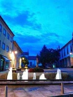 Boa noite :D Quando desaparecia a última réstia de luz natural deste mês que hoje acaba. Na imagem a Praça Municipal de Arcos de #Valdevez - http://ift.tt/1MZR1pw -