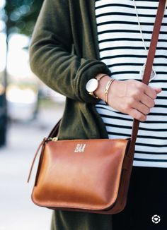 Madewell Simple Crossbody Bag. Fall fashion accessory, cognac bag. #fallfashion2017 #accessories #crossbodybagtobuy