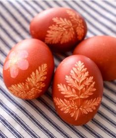Naturally Dye #Easter Eggs with onion skins