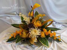 Fall Floral Arrangements, Funeral Arrangements, Funeral Flowers, Ikebana, Diy And Crafts, November, Table Decorations, Mom, Home Decor