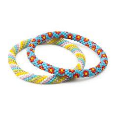 Hæklet perlearmbånd Crochet Beaded Bracelets, Beaded Bracelet Patterns, Diy Accessories, Diy For Kids, Diy Jewelry, Free Pattern, Weaving, Diy Crafts, Beads
