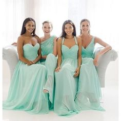 Minty fresh love with @watterswtoo bridesmaids and their mix and match styles! Too fab. Photo by @weddingtonway.