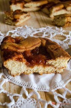 Crostata alla confettura di prugne un dolce gustoso e facile da preparare. Ottima per la colazione o merenda.