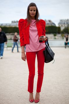 STREET STYLE SPRING 2013: PARIS FASHION WEEK - Color-blocking continues on a striking suit.